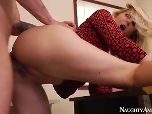 MILF hottie Julia Ann takes dick with style