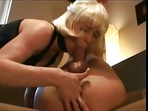 Slutty Mom likes a Hard One